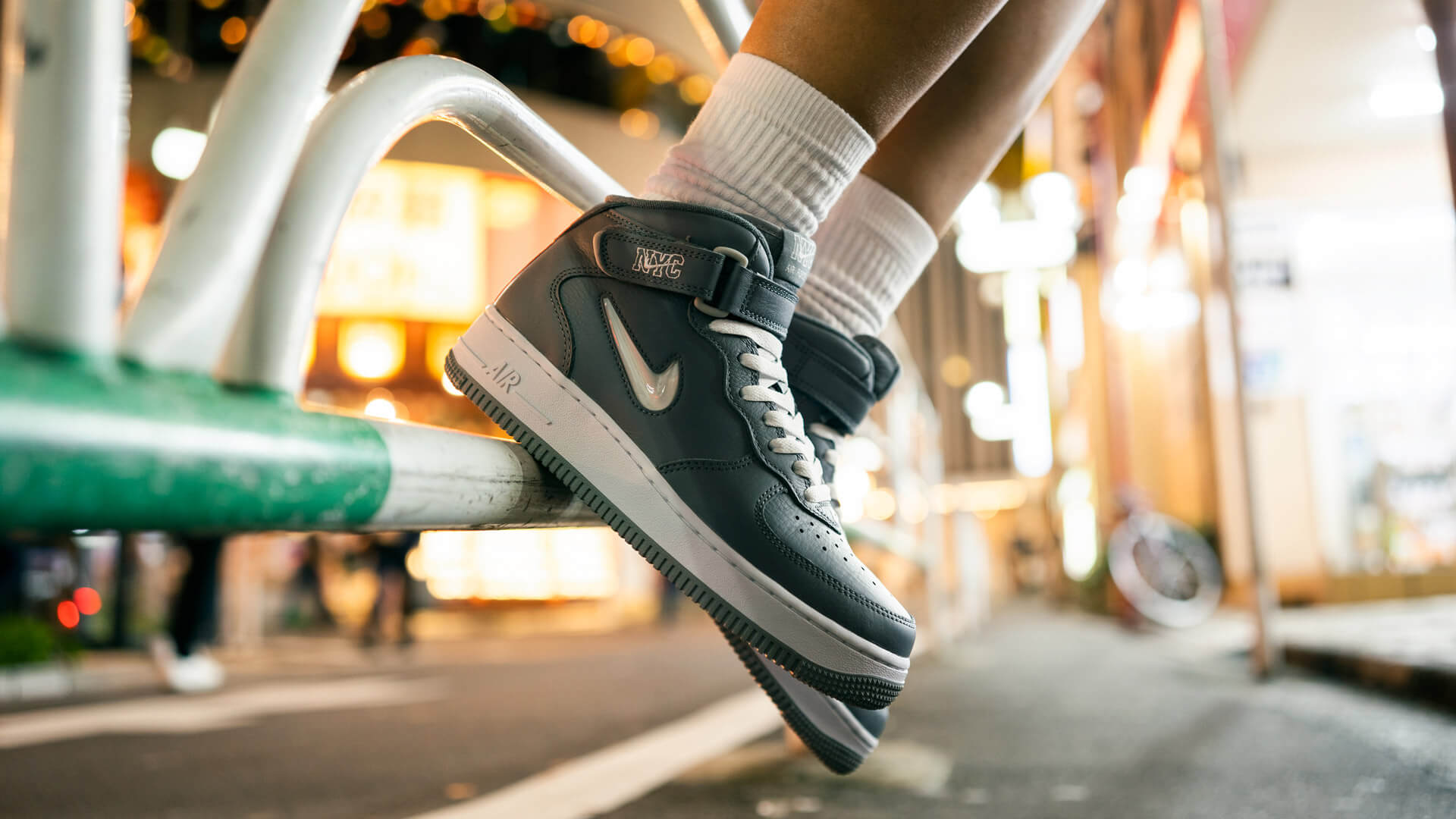 UNDEFEATED NIKE AIR FORCE 1 MID - NYC Cool Gray -  Inteview